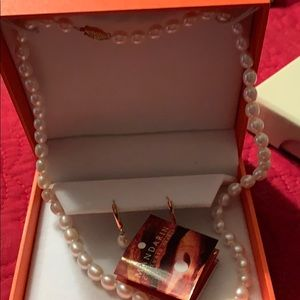 Pearl necklace and earring